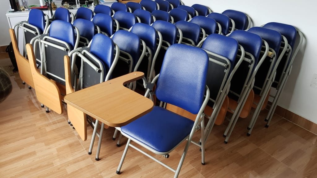 bàn ghế học sinh cũ ghế gấp liền bàn cũ